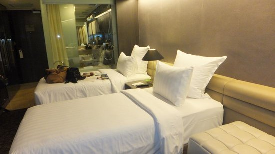 Pullman Jakarta Indonesia: bed (room No. 909)