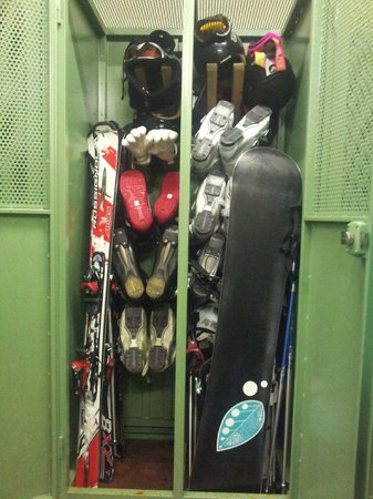 Sport Hotel : Lockers - each side for 5 guests
