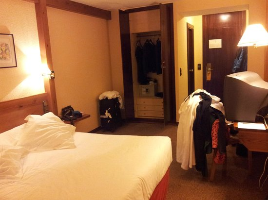 Sport Hotel: Room - small wordrobe, only one chair
