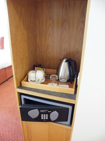 CityNorth Hotel & Conference Centre: tea & coffee facility in the room