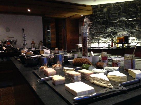 Hirschen: Breakfast cheese selection