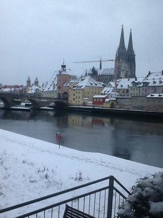 Sorat Insel-Hotel Regensburg : view from the bar