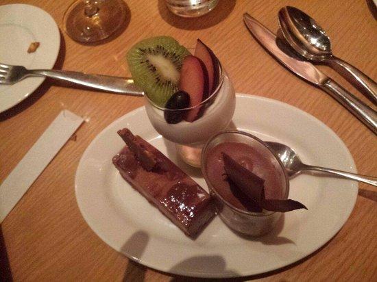 Grand Hyatt Mumbai : Great dessert bar!