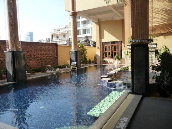 Ohana Phnom Penh Palace Hotel: Kleiner aber feiner Pool
