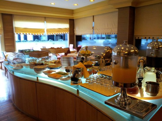 Dom Henrique Hotel: Colazione