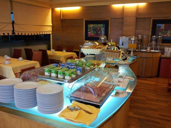 Dom Henrique Hotel : Colazione