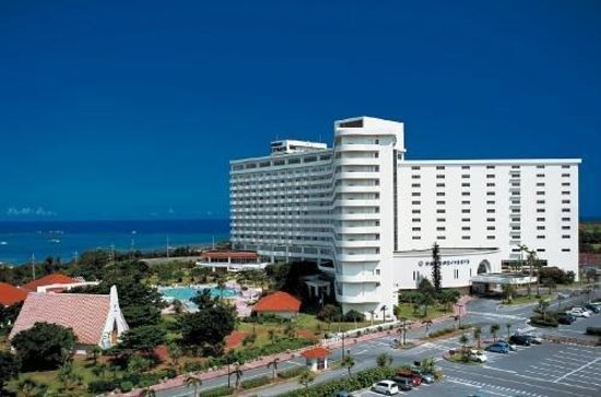 Okinawa zanpamisaki royal hotel for Coral garden 7 pools okinawa
