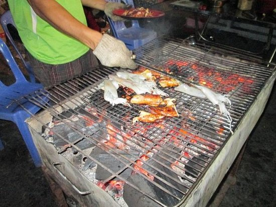 Dinh Cau Night Market: Grilled squid