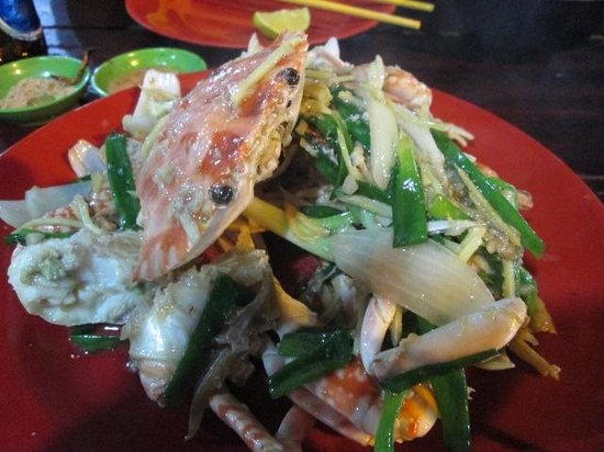 Dinh Cau Night Market: Fresh crab fried with ginger and spring onion