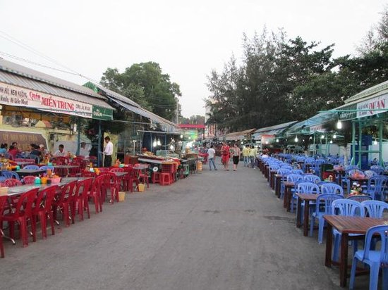 Dinh Cau Night Market: In the afternoon before the crowds come