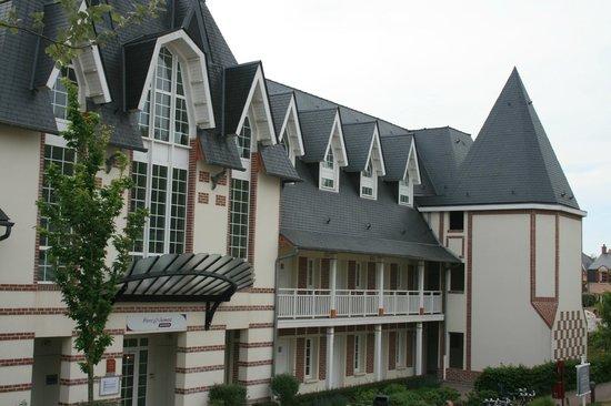 Pierre & Vacances Premium Residenz de la Plage: Entrée de la résidence