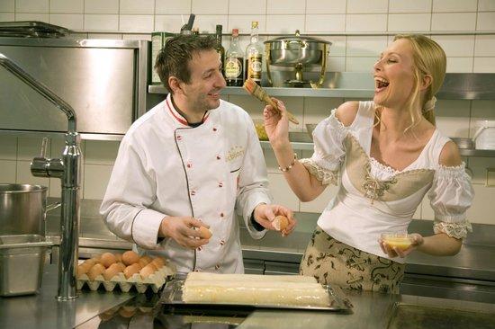 Sporthotel Schönruh: Unser Küchenchef, Mici, begeistert unsere Gäste immer wieder mit köstlichen und kreativen Schman