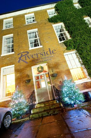 Riverside House Hotel: Front