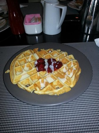 Radisson Blu Hotel, Dubai Media City: Waffles at breakfast