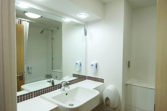 Premier Inn Hagley Hotel: Bathroom