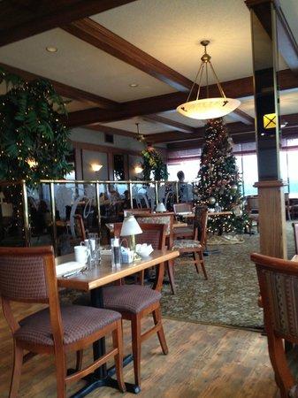Crest Hotel: restaurant