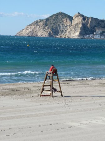 Hotel Don Pancho: Lone Life Guard on the beach