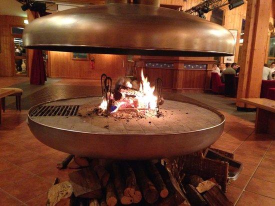 Les Villages Clubs du Soleil Arc 1800: Bar avec cheminée à foyer ouvert
