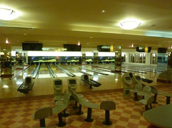 Leo Palace Resort: 割ときれいなボウリング場