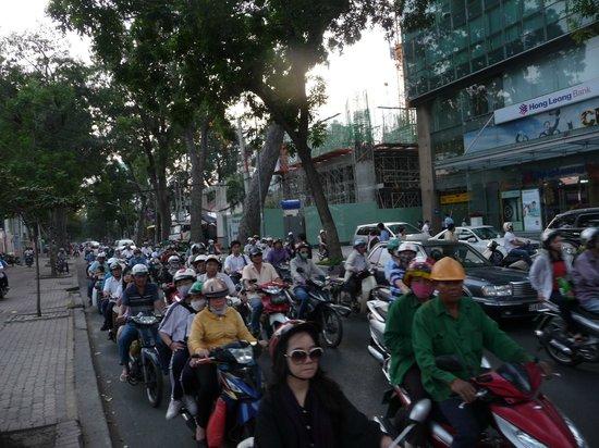 Golden Rose Hotel: Motorräder, Roller