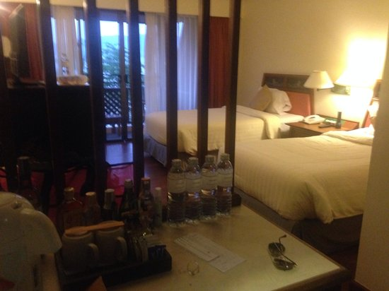Seaview Patong Hotel: Our room! great bed, clean and had this heavenly smell that the staff came to spray there every