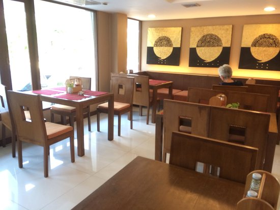 Mariya Boutique Residence at Suvarnabhumi Airport: Cafe lounge offering all day tea coffee and snacks at no cost