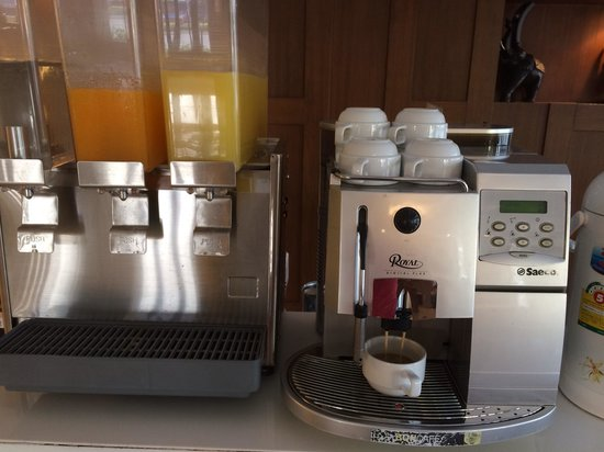 Mariya Boutique Residence at Suvarnabhumi Airport: Free coffee and juice and snacks all day