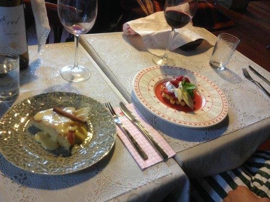 Casinha Sao Joao: Apple custard and strawberry waffle