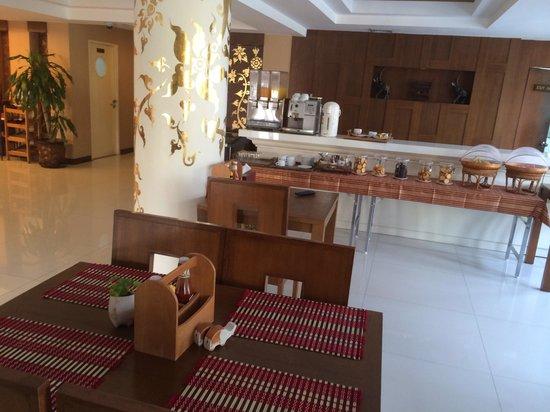 Mariya Boutique Residence at Suvarnabhumi Airport: Free snacks in lounge