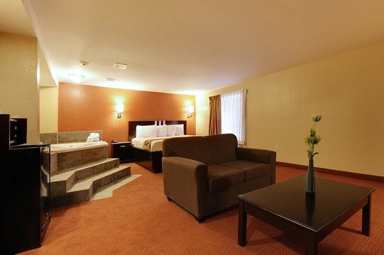 Americas Best Value Inn: King Suite Two