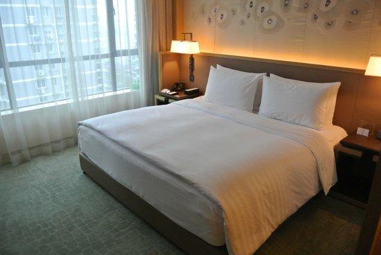The East Hotel Hangzhou: ベッド