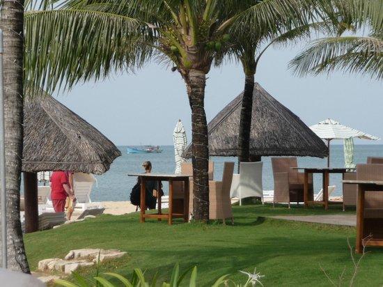 Eden Resort: Strandbereich bei Tag