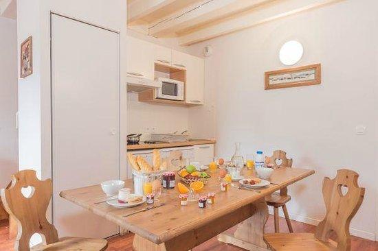 Residence Village Vignec : Salle à manger et cuisine