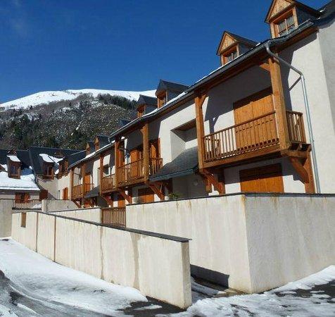 Residence Village Vignec : Une des façades extérieures en hiver