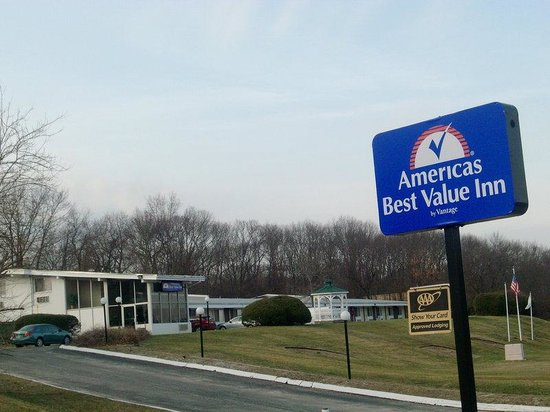 Americas Best Value Inn, Smithtown: Two_Exterior