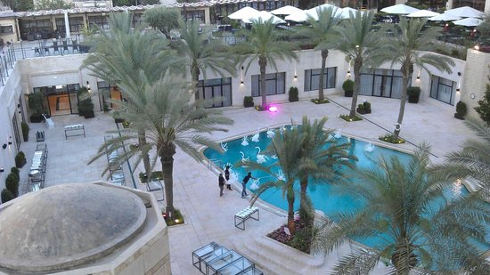 InterContinental Jordan : Pool area during the day