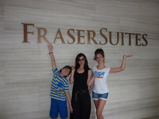 Fraser Suites Singapore: Front of Hotel