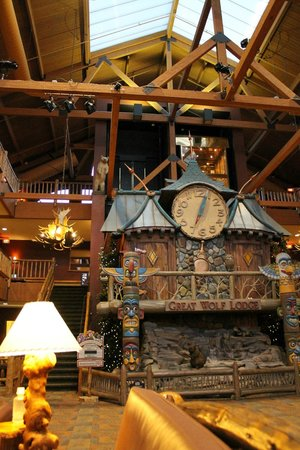 fire place in lobby picture of great wolf lodge. Black Bedroom Furniture Sets. Home Design Ideas