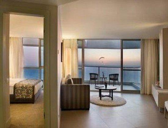Ramada Hotel and Suites Netanya: 1 Queen Bed Suite