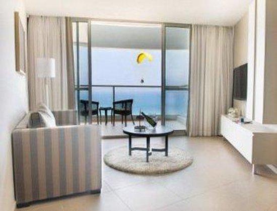 Ramada Hotel and Suites Netanya: Suite