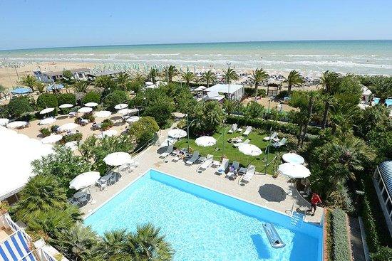 Hotel Parco delle Rose: Panorama giardino e mare