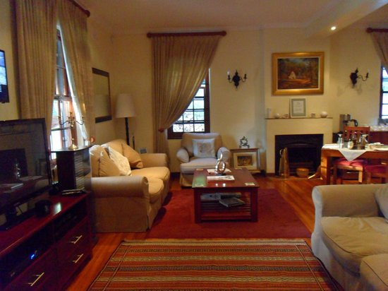 The Oak and Vine Guest House : The general lounge and TV area