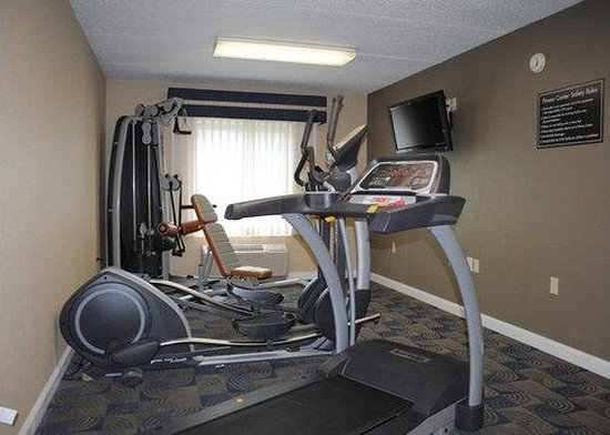 Express Inn & Suites: Fitness Area