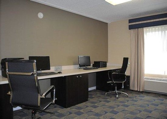 Express Inn & Suites: Business Center B