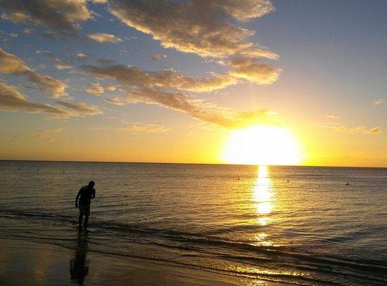 Combate Beach Resort : Sunset at Combate Beach