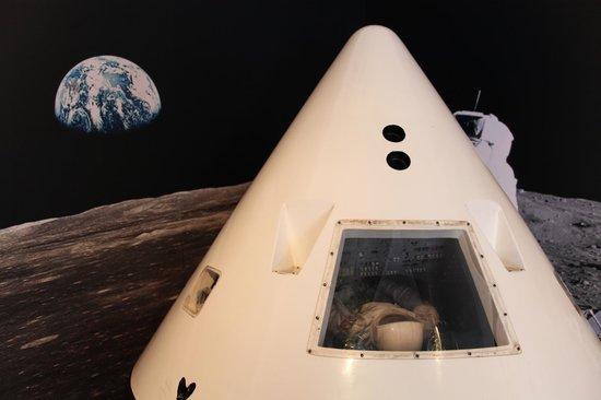 Canberra Deep Space Communication Complex: Apollo Capsule