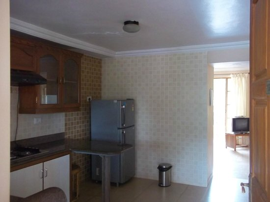 Rising Waves Guest House: own kitchen