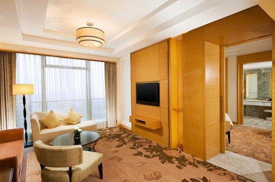 Sheraton Qingdao Jiaozhou Hotel: Deluxe Suite