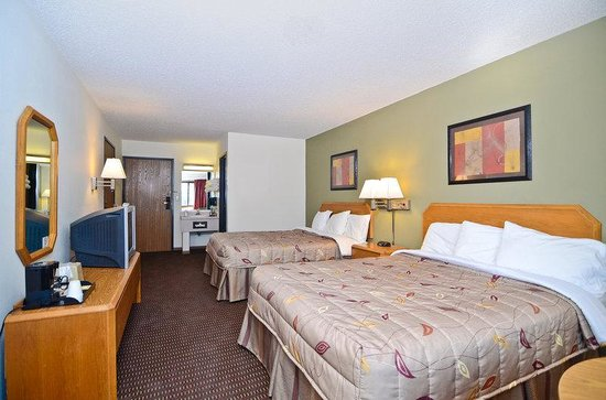 Americas Best Value Inn: Two Queen Beds