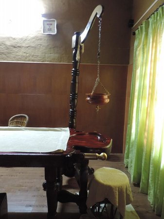 Ayurveda Yoga Villa : treatment room